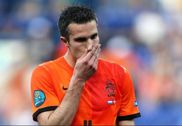 Willem van Hanegem hits out at Van Persie over pitch-side telephone call