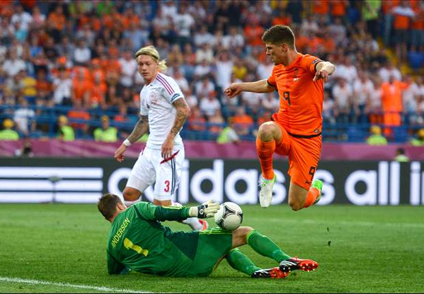 Huntelaar set for Netherlands start against Germany as Van Marwijk bows to pressure