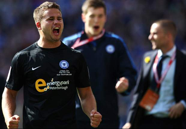 Australian midfielder James Wesolowski pleases coach Paul Dickov with Oldham stay