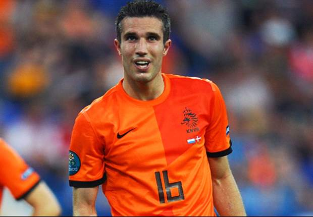Van Persie is Netherlands' default penalty taker, reveals Robben