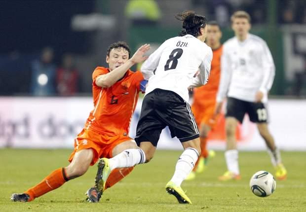 De lessen van Hamburg; Van Bommel eruit?