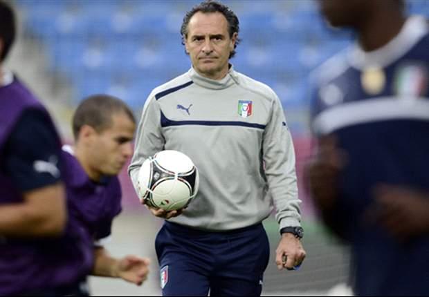 """De Rossi e Balotelli non giocano, Prandelli è più preoccupato per Super Mario: """"Rischia di bruciarsi"""". Su Cassano invece..."""