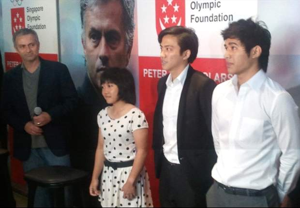 Jose Mourinho meets Peter Lim Scholarship recipients in Singapore
