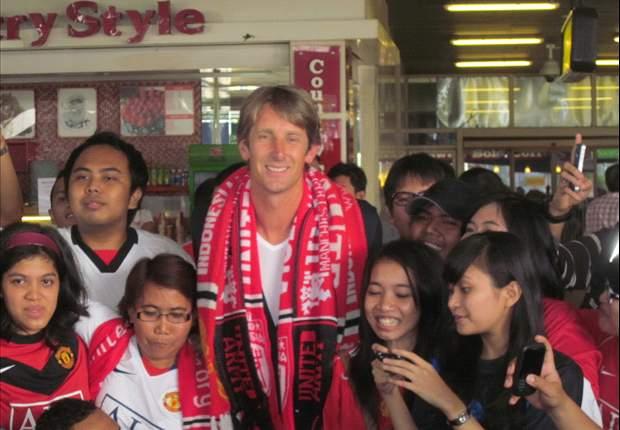 Puluhan Fans Manchester United Sambut Edwin Van Der Sar