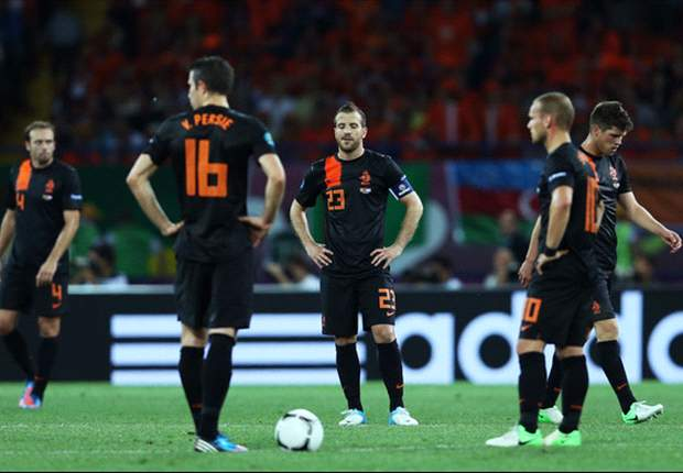 Derksen slams Van Persie, Afellay & Van der Wiel behaviour in Netherlands camp