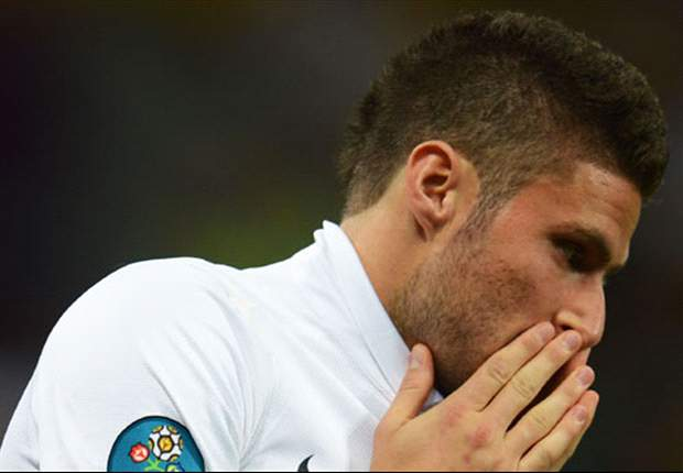 Arsenal striker Giroud: French players losing their Euro 2012 bonus is no disaster