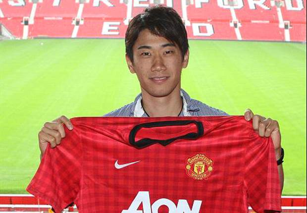Kagawa misses start of Manchester United pre-season training as work permit is in Philippines