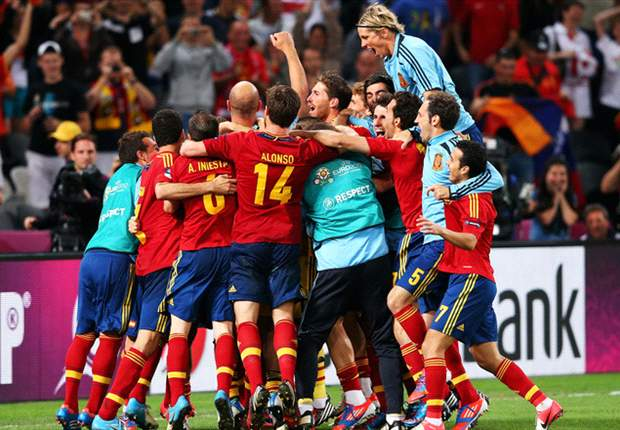 'Boring' Spain aim to make history at Euro 2012
