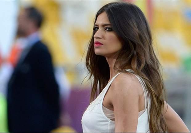 Sara Carbonero se pelea con los paparazzi e Iker Casillas intenta frenar la ira de su novia