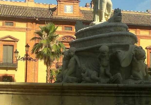 La celebración de la Euro 2012 deja en Sevilla a una estatua decapitada