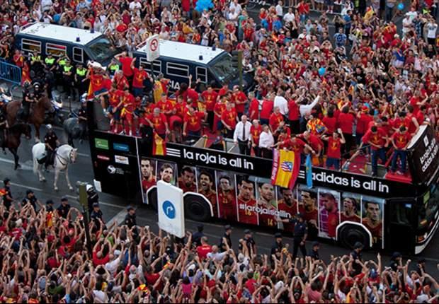 Torcida enche as ruas de Madrid para receber os bicampeões europeus