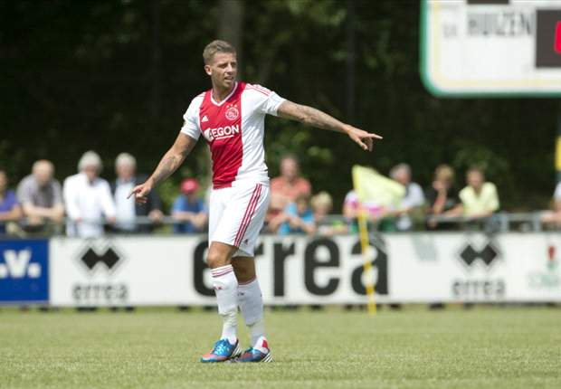 Ajax boss De Boer hints at Alderweireld switch to Tottenham next season