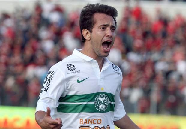 Cruzeiro anuncia Everton Ribeiro e Paulão como reforços