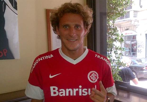 Forlan signs three-year deal with Internacional