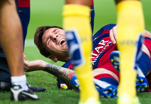 Barcelona 2-1 Las Palmas: Messi injury overshadows Suarez double