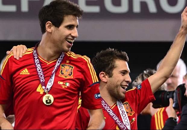 Jordi Alba asks Javi Martinez to join Barcelona players in Olympic photo