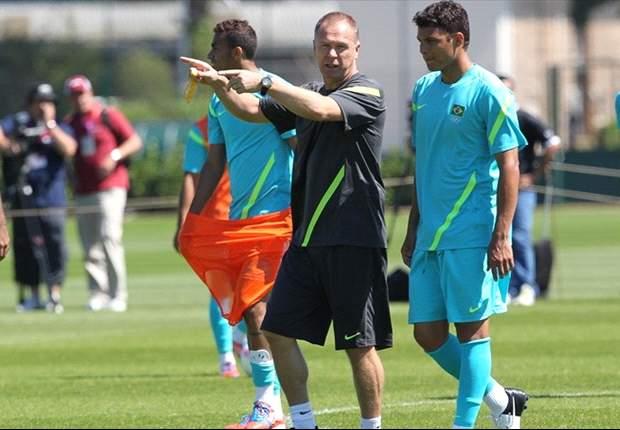 Alex Sandro é mantido na equipe titular no último treino antes da decisão