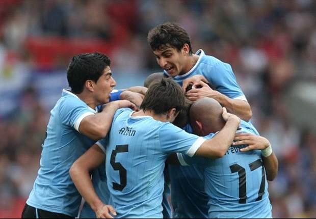 Questa volta l'Uruguay sarà un pò meno 'celeste': Cavani & Co. giocheranno la partita con la Colombia...senza maglie!