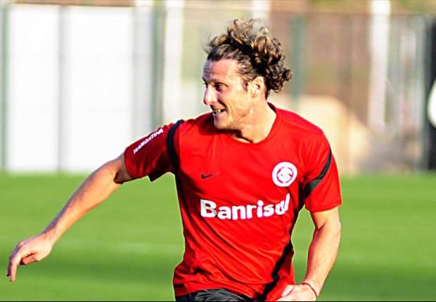 Se lesionó Diego Forlán