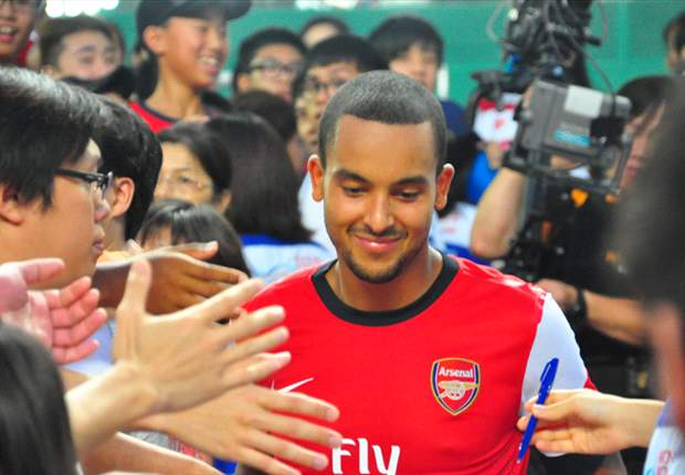 Walcott will stay at Arsenal, insists Wenger