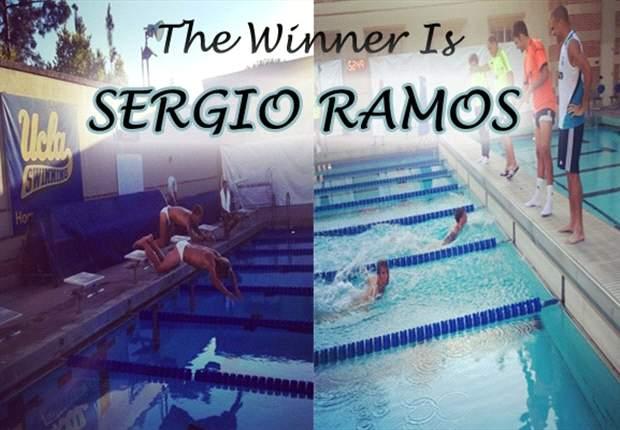 Sergio Ramos, medalla de oro en natación, con Fabio Coentrao plata