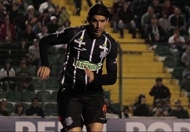 Loco Abreu cobra atitude renovada no Figueirense