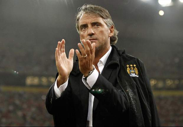 Mancini urges Manchester City players to forget last season's glory