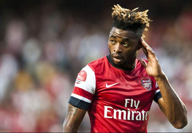 Barcelona step up interest in Arsenal midfielder Alex Song