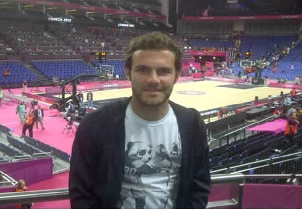 Juan Mata disfrutó de la victoria en baloncesto de España ante Francia