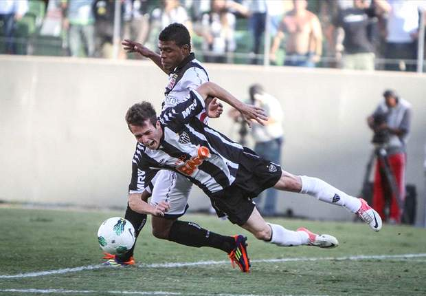 Vasco pode jogar com desfalque contra o Coritiba