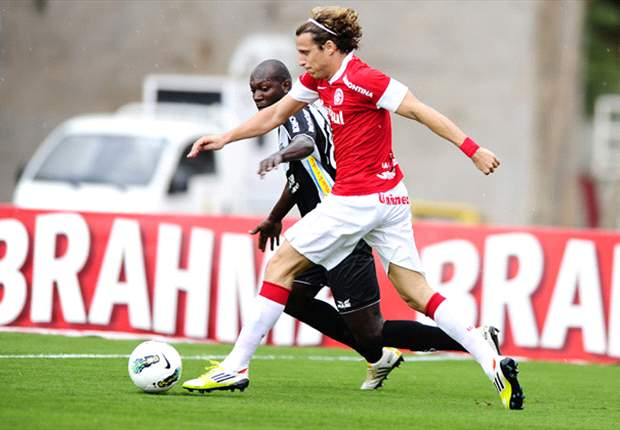 Forlán demora a marcar seu 1º gol com a camisa do Inter e Fernandão não pressiona