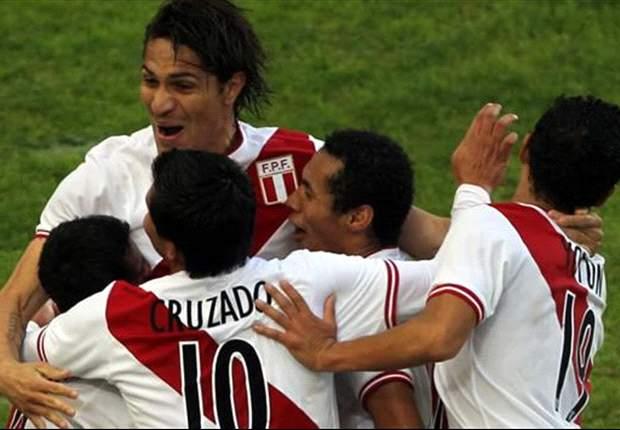 Santiago Acasiete será capitán de Perú frente a Bolivia