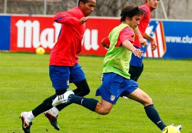 Javi Manquillo y Óliver Torres, en el entrenamiento del Atlético de Madrid