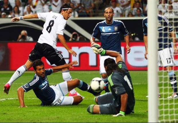 Unsere Legionäre: Mesut Özil und Sami Khedira vor dem Neuanfang