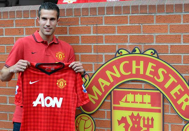 Manchester United veteran Giggs hails mouth-watering Van Persie capture