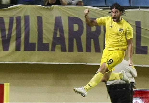 Fernando Cavenaghi metió dos goles en su debut en Villarreal