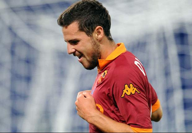 Mattia Destro: Si le hago un gol a Buffon, me afeito la barba