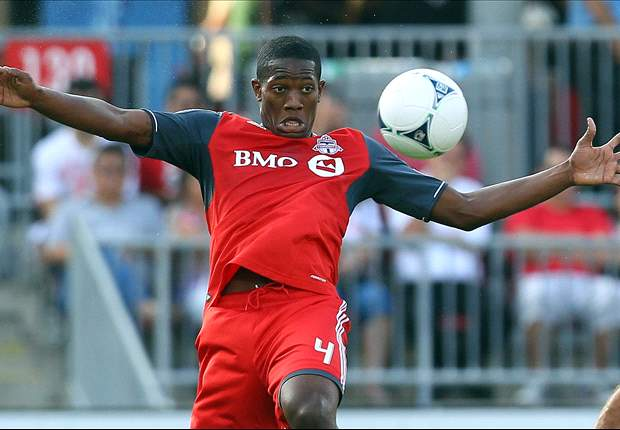 Doneil Henry signs extension with Toronto FC