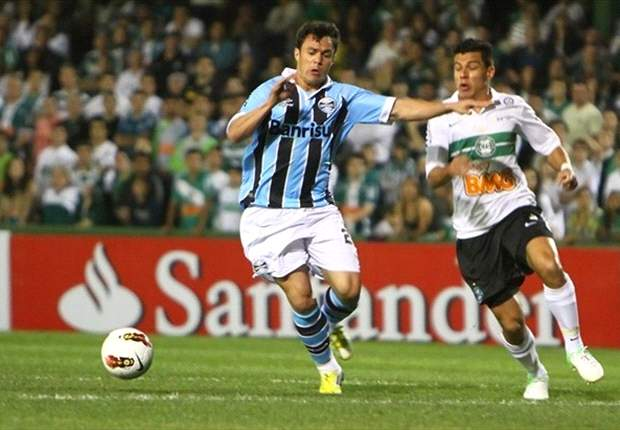 Kléber afirma que Grêmio se complicou