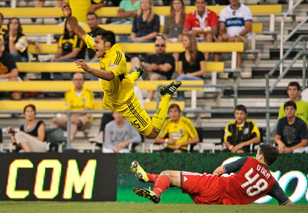 Columbus Crew 2-1 Toronto FC: Strikes from Gaven and Higuain boost Columbus' playoff hopes