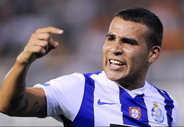 Manchester United launch €15m bid for Porto defender Otamendi