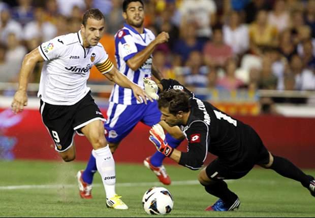 Aficionados del Deportivo increpan a los jugadores al final del entrenamiento