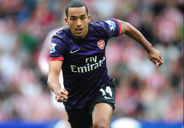 Walcott admits missing 'great professional' Van Persie at Arsenal