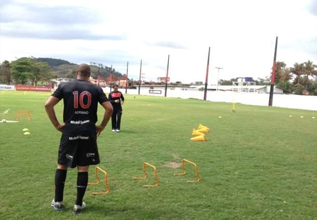 Adriano no se presenta al entrenamiento con el Flamengo y es visto en una favela brasileña