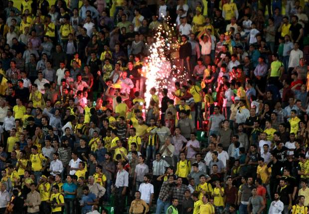 ¡Lanzan una granada al campo en el Sepahan - Al-Ahli!