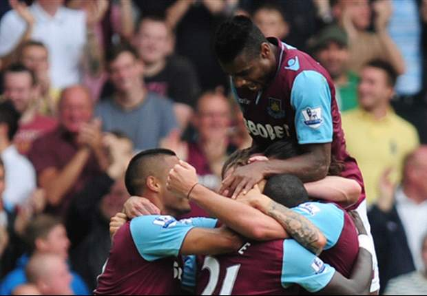 West Ham 3-0 Fulham: Carroll makes instant impact in dominant win for hosts