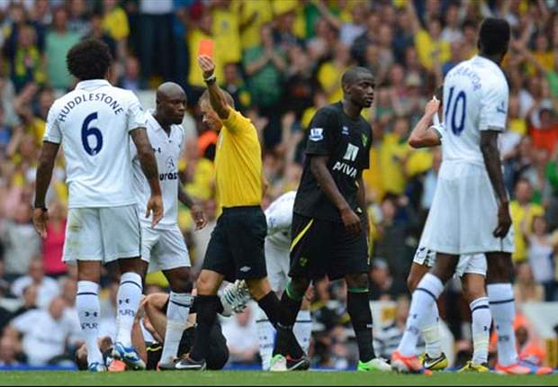 Tottenham midfielder Huddlestone has suspension rescinded
