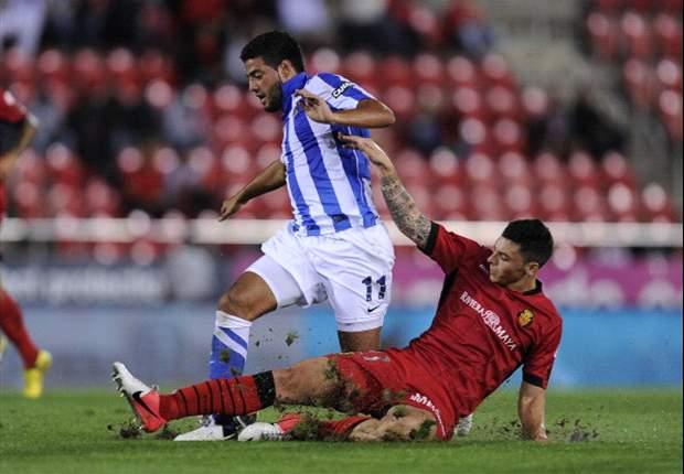 Carlos Vela se retira lesionado del campo tras un choque con Ion Echaide en amistoso ante Osasuna