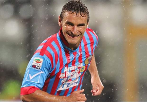 Con nueve argentinos en cancha y los goles de Bergessio y Barrientos, el Catania superó al Genoa