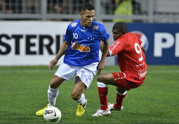 Cruzeiro troca Souza por Ananias com a Portuguesa